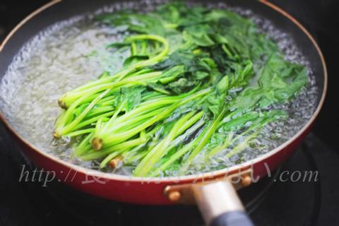 なお、茹でると硝酸塩を30~40%減らせたり、ビタミンCを一緒に摂取すると発がん性物質の発生を抑えられるなど、体への影響を減らすことはできます。