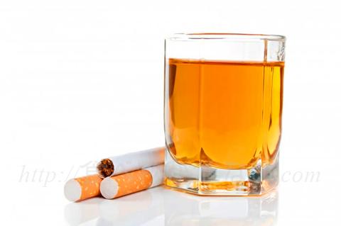 疾病負担研究プロジェクトが発がんの危険性を比較したものでは、喫煙によってがんで死亡する人が年間100万人いるのに対して、飲酒は60万人、大気汚染は20万、そして加工肉は3万4000人だと考えられています。
