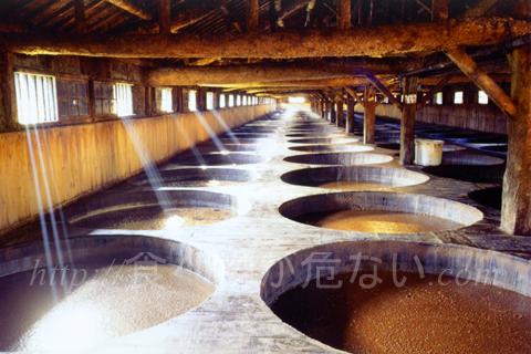 本醸造方式の醤油は、旨味成分がじっくり作られている